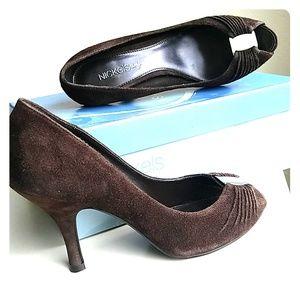 NIB chocolate suede heels